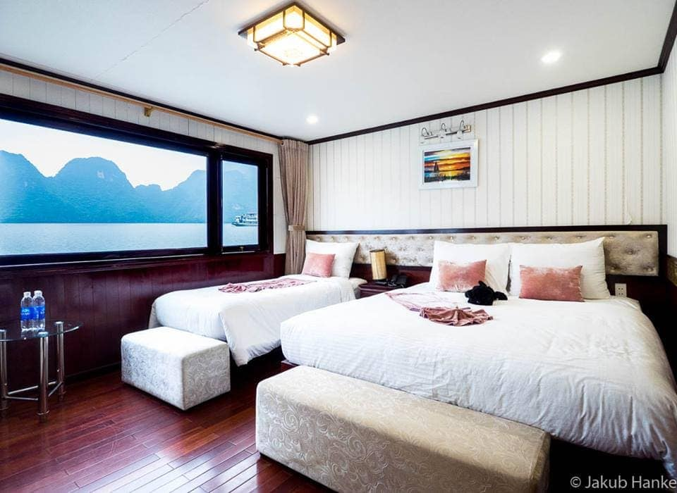 ROOM IN HALONG SILVERSEA CRUISE