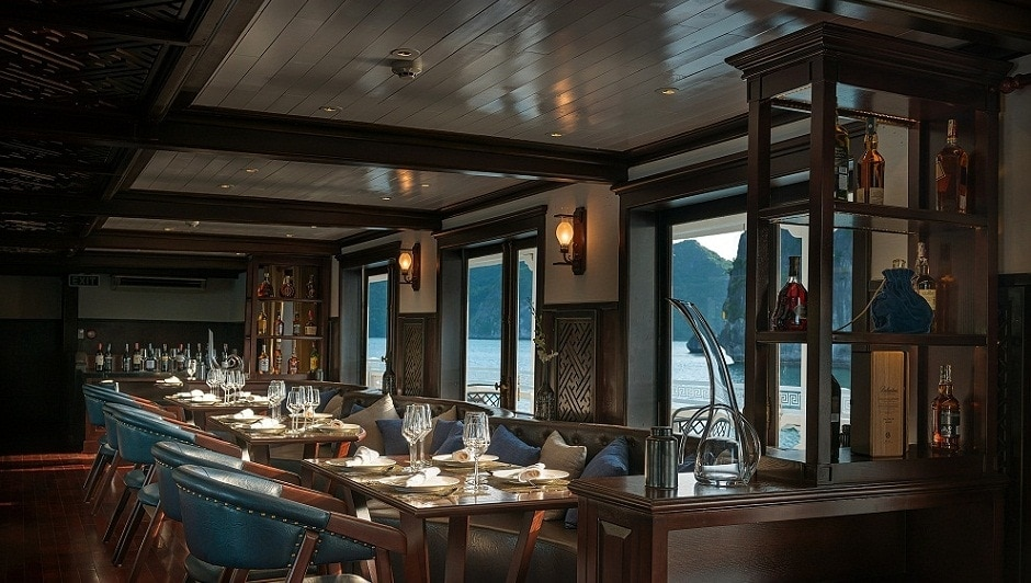 RESTAURANT IN PARADISE LUXURY CRUISE